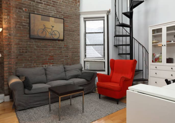 Cozy home near 7 subway lines w Rooftop View!