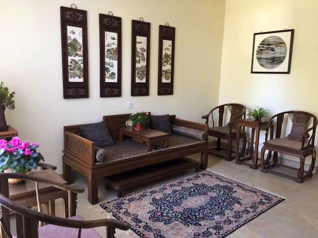 入门处的中式客厅。