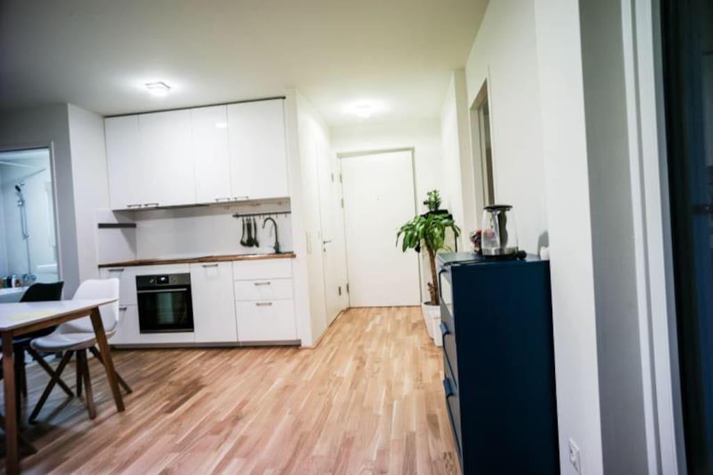 功能齐全,漂亮整洁的厨房,让我在他乡旅游也能像居家一样,一展我的厨艺。