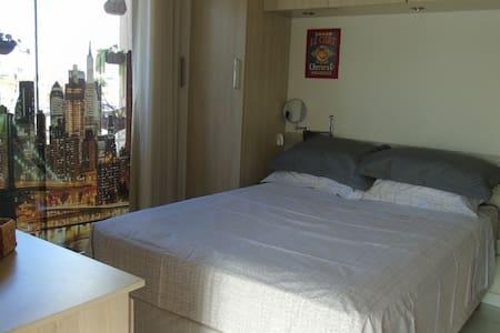Apartamento aconchegante e completo no centro.