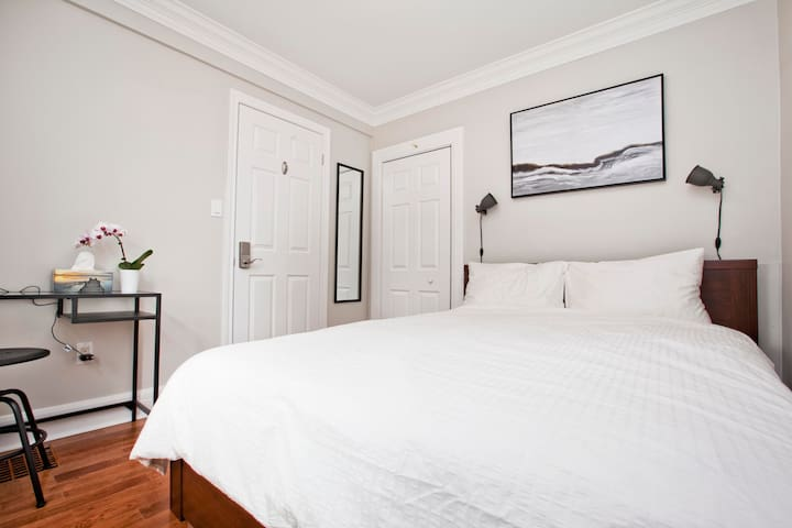 Contemporary Living, Heart of Danforth, Queen Bed