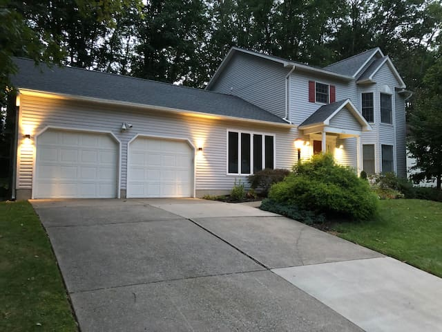 Gorgeous house for PSU games or traveler retreat!