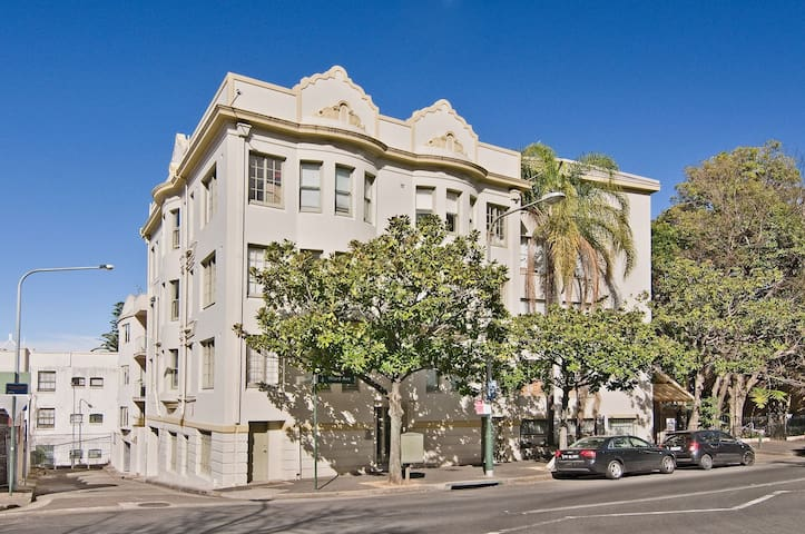 One Bedroom Apartment in Potts Point - by T&C - Rushcutters Bay - Apartment