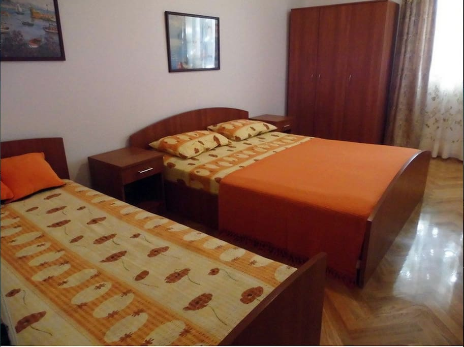 Spacious, bright bedroom with queen and single bed