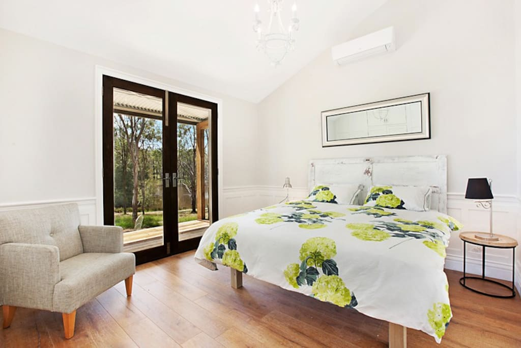 King sized bed in separate bedroom with air conditioning - linen supplied
