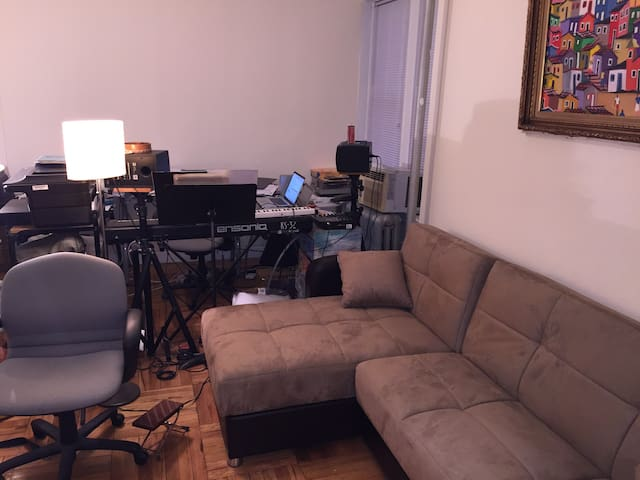 1 Bd. MANHATTAN NY Entire Apt. 1 yr-6 months min.