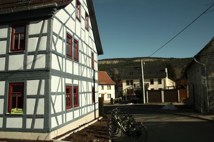 Café Landart Ferienwohnung Quelle - Plaue - Apartment