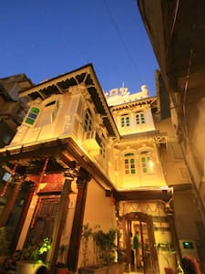 'French Haveli ' Heritage home - Ahmedabad