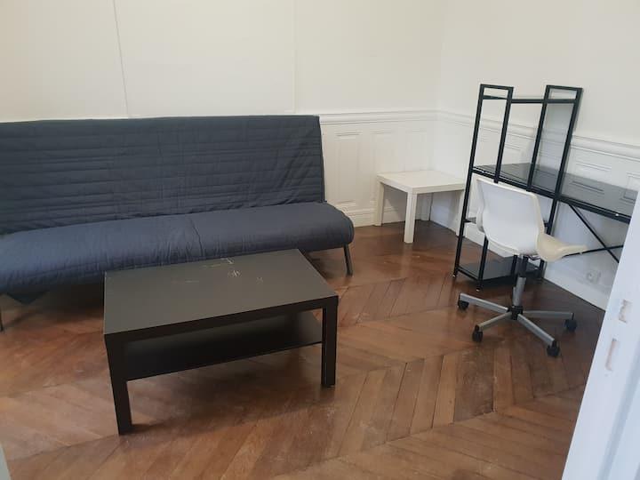 Chambre privée meublée