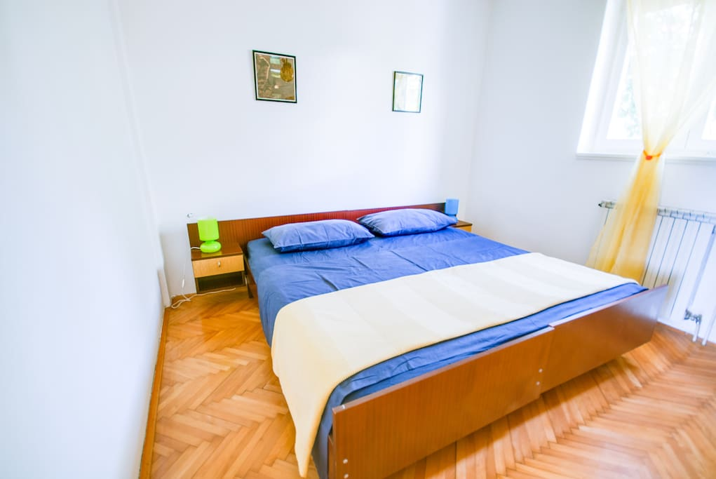 Main bedroom (north facing window) is a quiet place for your sweet dreams. Equipped with a double bed and a wardrobe for your clothes and luggage.