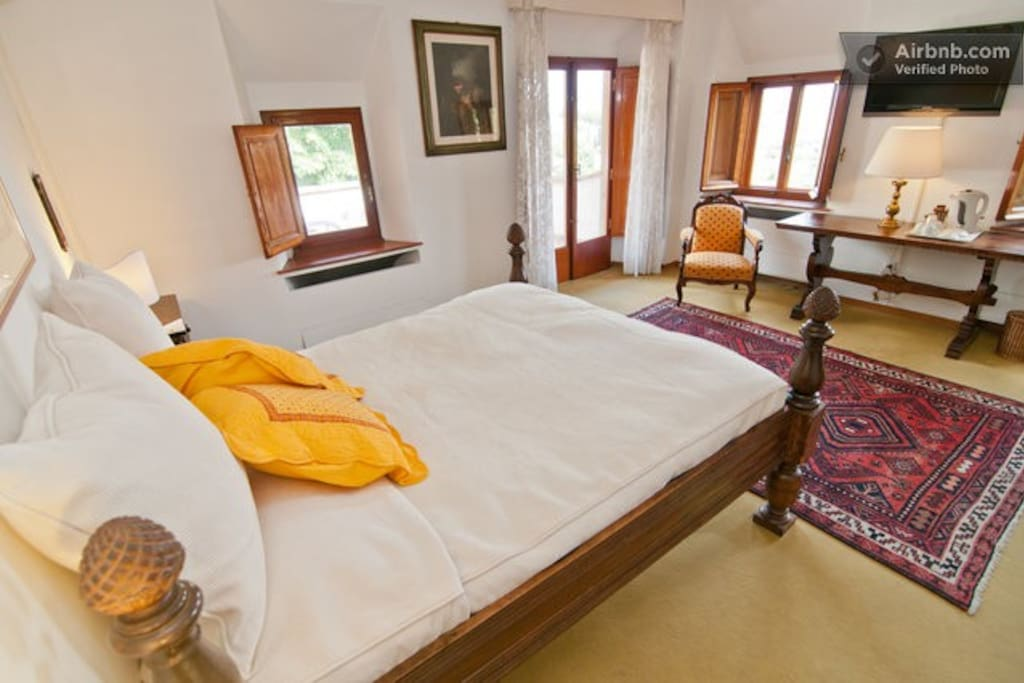 Firenze in a window colle ginevra 39 s yellow suite for Chambre d hote florence
