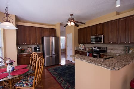Executive 4/2.5 Home in Gated Golf Community - Jacksonville