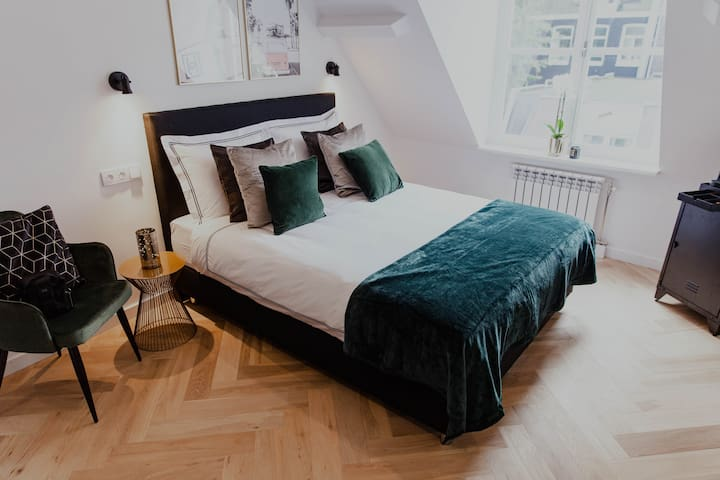 Private residential suite @ Leidseplein area