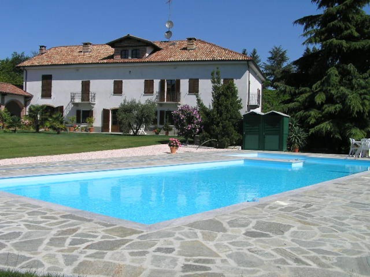 Der 10 x 5 Meter grosse Pool steht unseren Gästen vom 10. Mai bis 10. Oktober zur Verügung