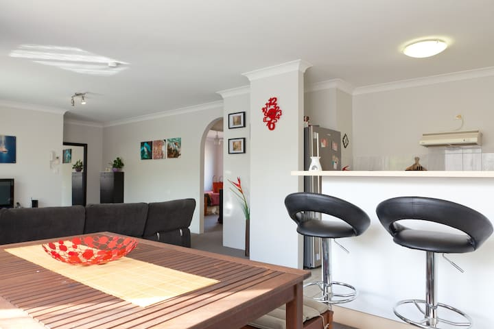 Double bedroom with Wifi and Pool - Gordon Park - Appartement