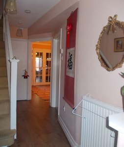 Rooms in a Beautiful Family House - Harrow