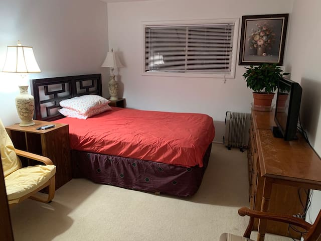 Furnished Room In House, Quite and Comfortable