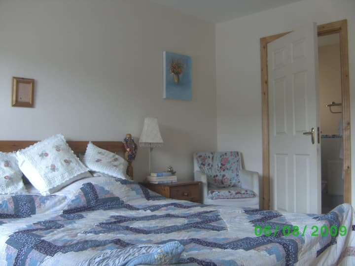 A very comfortable kingsize ensuite room