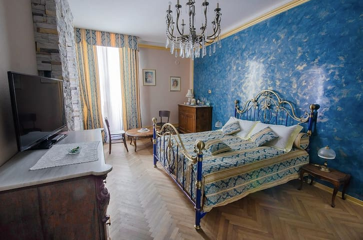 """Dai Toscans"" B&B, ""Elide"" Room - Cividale del Friuli - Bed & Breakfast"