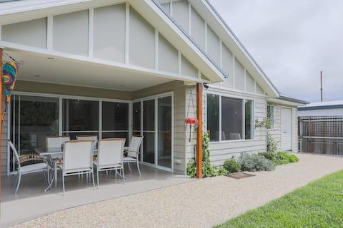 Armidale Cottage - unique house, perfect location
