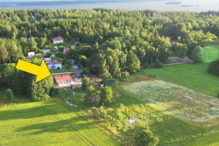 Hallsta by, Adelsö - Adelsö - บ้าน