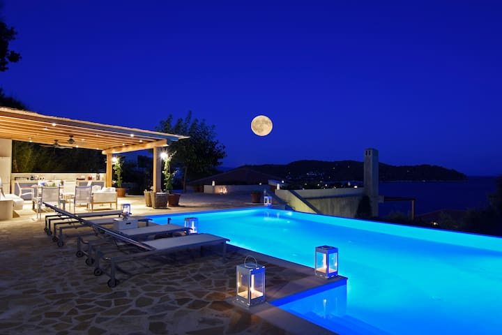 GoldieLocks 6-Bedroom Beachfront Villa Skiathos