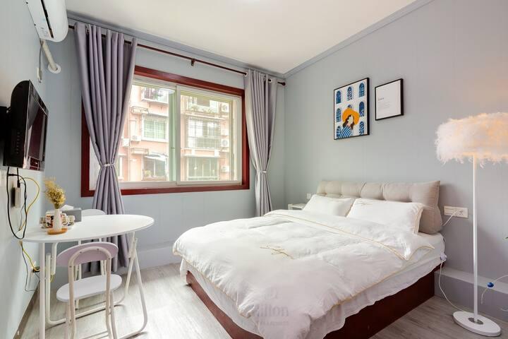 考拉小居|近方特近市中心美食ins风一居室,同层3套相同房源可选,适合家庭出行。