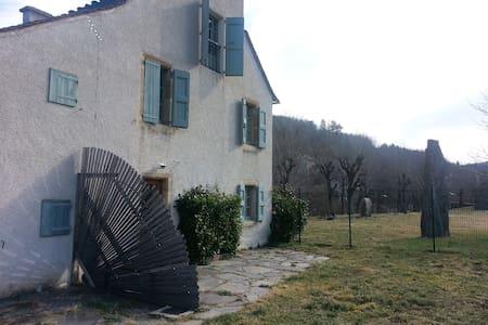 Maison de charme au bord du lot - Bagnols-les-Bains - Huis