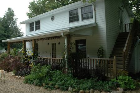Linnaea Gardens Guest House Unit #3 - Jonesborough - Bed & Breakfast