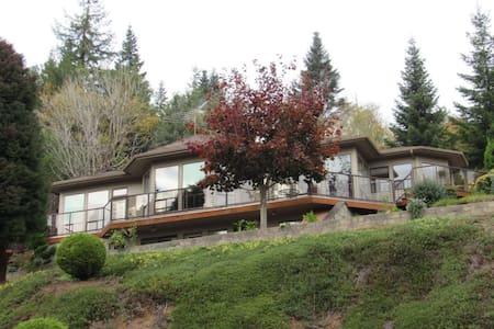 Hillside Retreat - Coquille - Ház