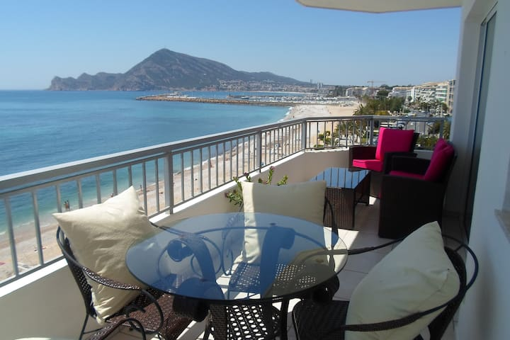 Chic beach-front apartment in Altea