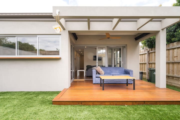 Beautiful Indoor /Outdoor  living in Mornington