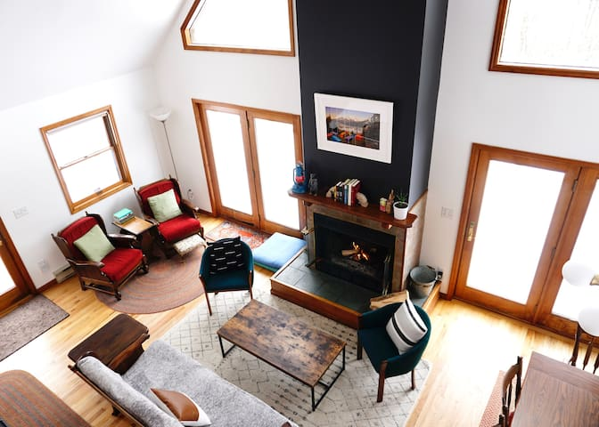 Hillside Hideaway: fireplace + 5 mins to Belleayre