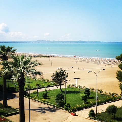 Room with pine view facing the sea - Durrës - Oda + Kahvaltı
