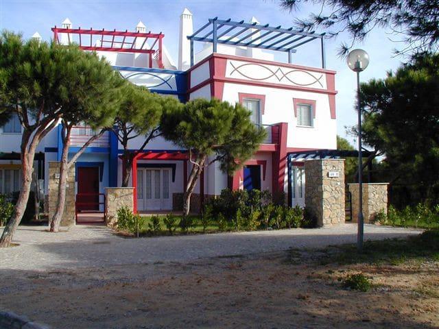 Moradia V3 em  Praia Verde com A/C