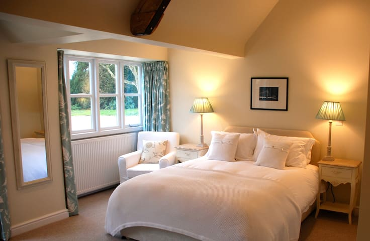 B&B in Beautiful Cotswold Annex - Ampney Crucis - Bed & Breakfast