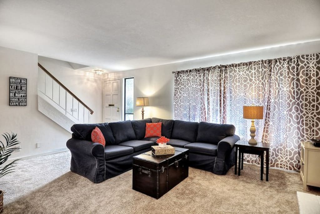 Sectional - Room for Everyone!  3 Bedrooms, Sleeping for 9!