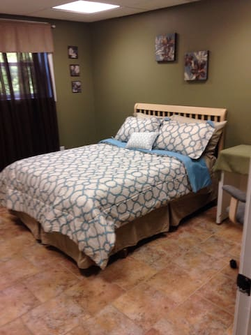 Spacious 2 bdrm lodge style apt - Lynchburg - Appartement