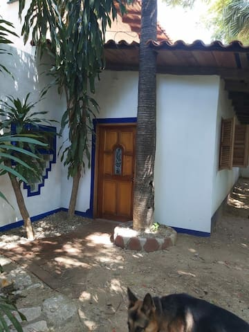 """Jerry's jungle on the beach """"guest house"""""""
