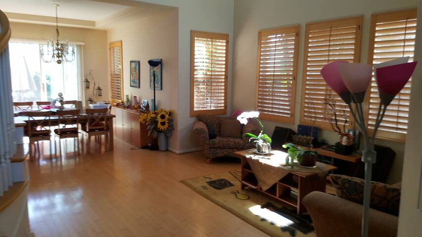 Large size room with private entrance - Irvine - House