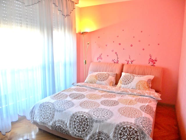Cute private room near city center