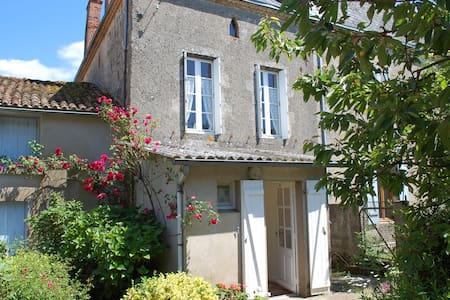 Cottage in traditional village - Allonne