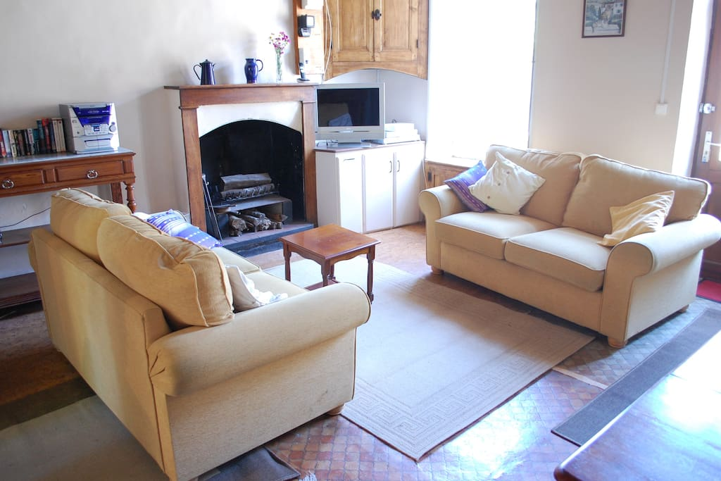 Volets Bleus sitting room with comfortable sofas and french and english TV.