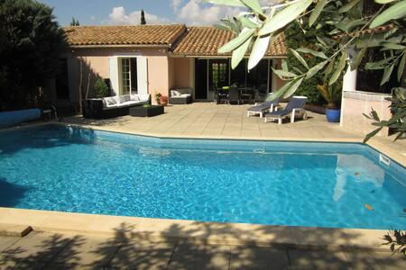 Très belle villa, piscine - jardin - Ventabren