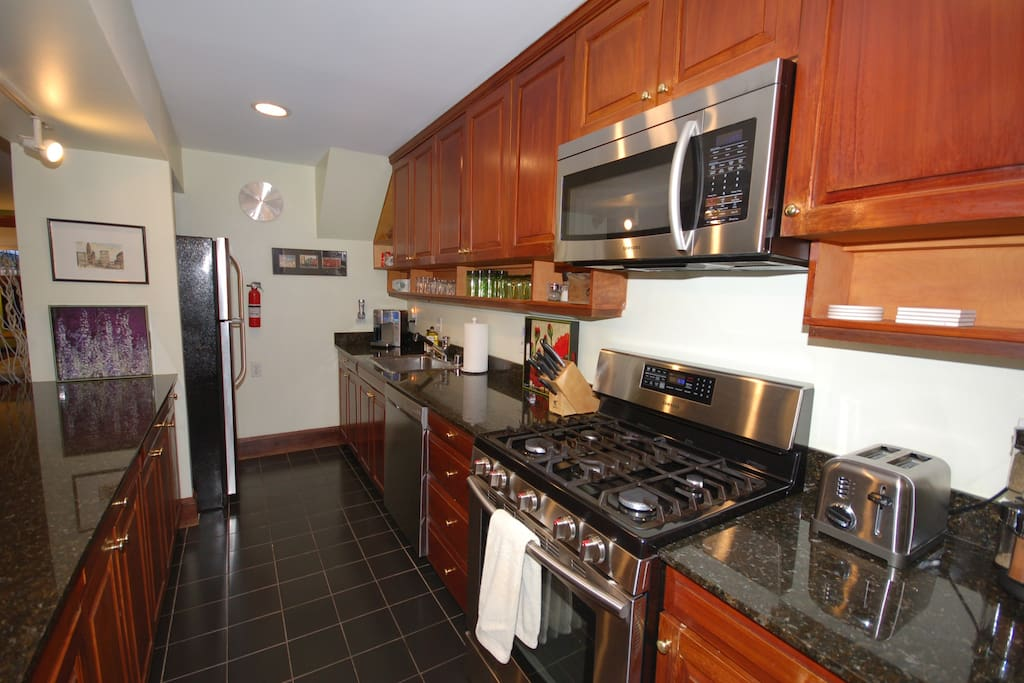 Updated, modern and fully equipped kitchen