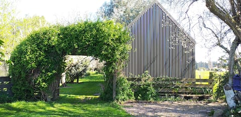 Self contained Studio in cottage garden