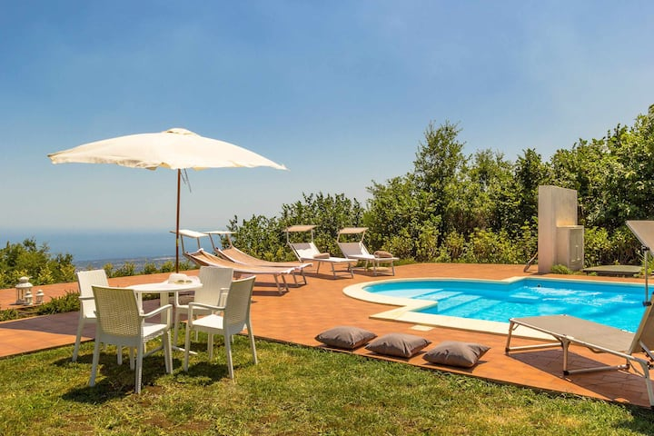 VILLA LE VIGNOBLE - with pool and sea view