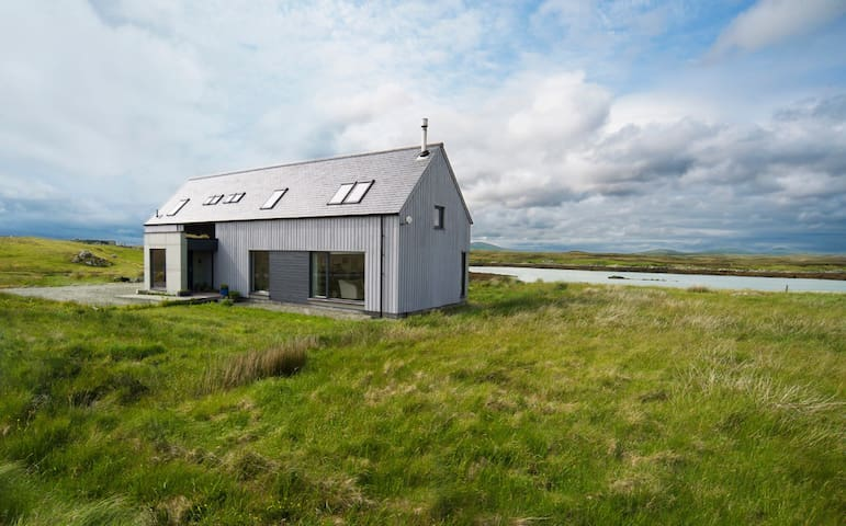 Studio Hebrides Holidays - Isle of North Uist - House