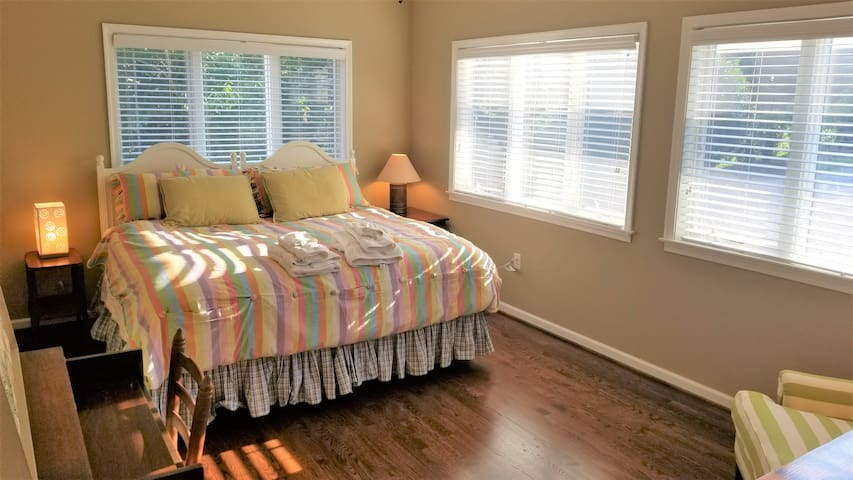 Main Level: Master Bedroom 2 (KING bed can be converted to 2 singles!). Access to en-suite Full Bath.