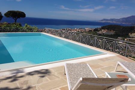 Villa di charme,piscina,vista mare - Bordighera